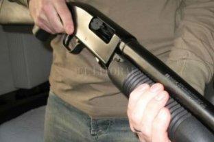 Tomaban juntos, pelearon y uno buscó la escopeta - Imagen ilustrativa. -