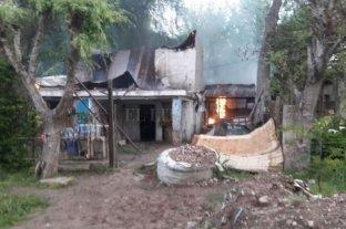 Una beba de 9 meses murió tras ser violada por su padrastro - Vecinos incendiaron la casa en la que vivía el acusado.