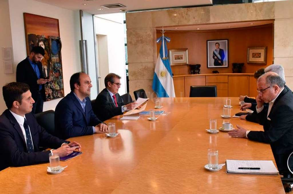Cumbre de Presidentes del Mercosur: Cancillería envía una misión a Santa Fe - Reunión. A mediados de septiembre, el intendente José Corral le presentó al canciller Jorge Faurie la postulación de la ciudad para un evento de gran trascendencia geopolítica: la Cumbre de Presidentes del Mercosur de 2019. -