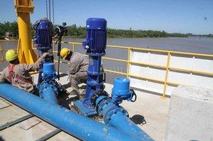 Acueducto Rincón: proyectan terminar la obra a fin de año - Bombas. Los dos artefactos fueron colocados en la punta del muelle ubicado en la costa del río Ubajay. -