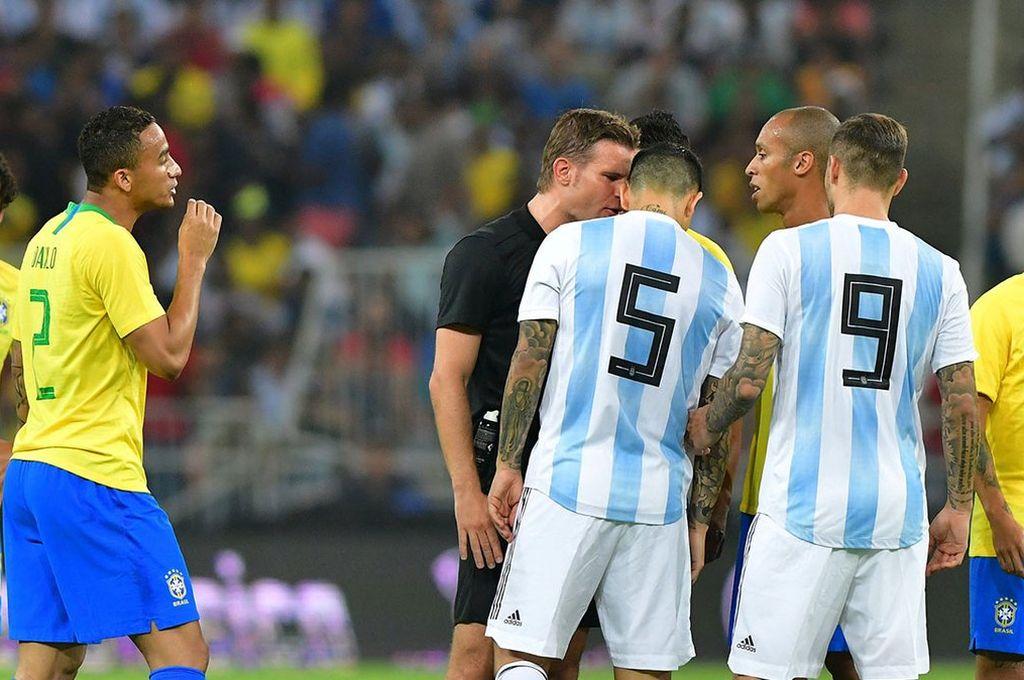 Argentina y Brasil empatan en Arabia Saudita -  -