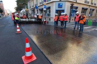 París prueba nuevo tipo de asfalto que absorbe el ruido del tráfico y el calor