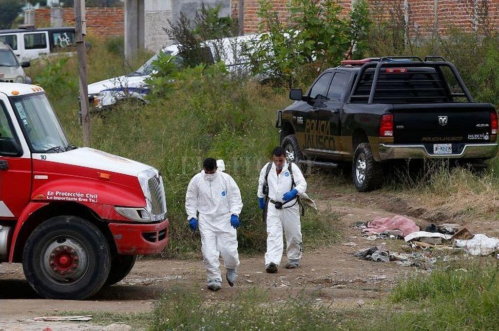 Hallan 16 cuerpos en fosas cerca de Guadalajara