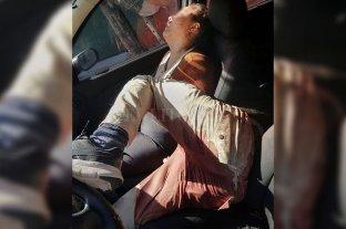 Balean en la cabeza a una policía trans y a una joven dentro de un auto