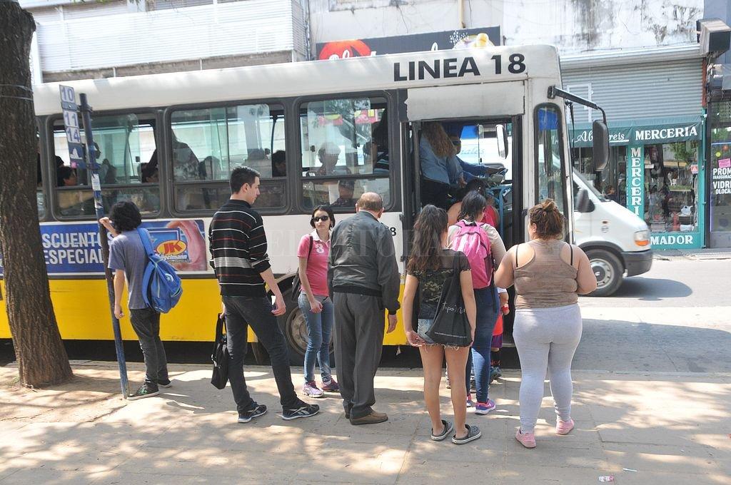 La línea 18 es una de las que funcionan con normalidad en la ciudad, junto con la 5, 10, 11, 13 y 16. <strong>Foto:</strong> Archivo El Litoral / Flavio Raina