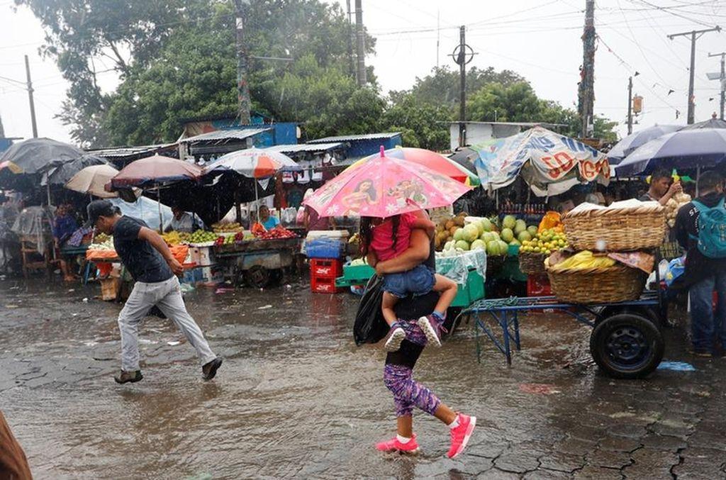 Los nicaragüenses deberán prepararse ante la posibilidad de que vengan días más días lluviosos. Crédito: El Nuevo Diario.