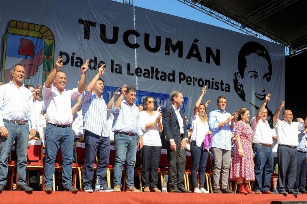 Un abanico de dirigentes peronistas participaron del acto en Tucumán convocado por Manzur.  Crédito: Télam