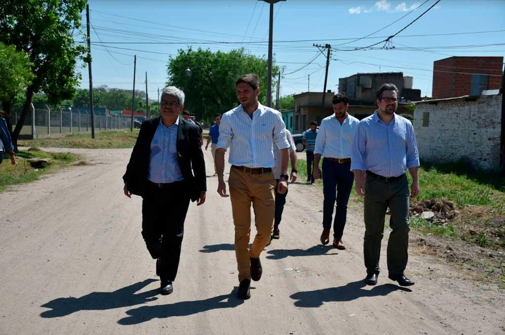 Tras la intervención en barrio Yapeyú Pullaro y Bacilini recorrieron el barrio