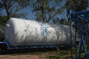 Sauce Viejo: instalaron un tanque de agua para abastecer a tres barrios - Listo. El tanque de agua, a punto de ser levantado en su lugar definitivo. -