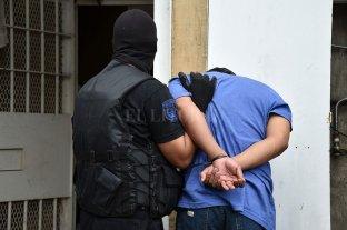 Trasladaron presos alojados en comisarías a los penales de Las Flores y Coronda -  -