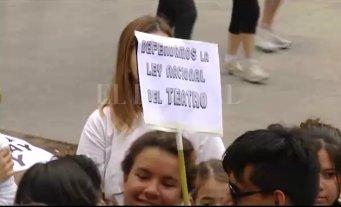 Se realizó una marcha en contra del recorte al Instituto Nacional del Teatro -  -