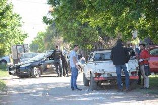 Crimen de barrio San José: el imputado queda en libertad pero monitoreado - El día del crimen, la policía trabajó en el lugar para recolectar pruebas -