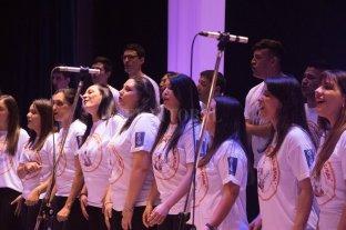 Un mensaje cristiano a través de la música  - En la actualidad, el coro dirigido por Claudio Maldonado, está integrado por 25 personas.  -