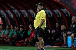 """Médico de Maradona: """"Hay que ponerle prótesis en las rodillas, no hay otra solución"""""""