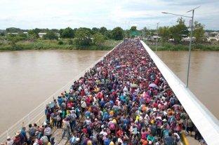 Masiva caravana de inmigrantes hondureños que buscan ingresar a México