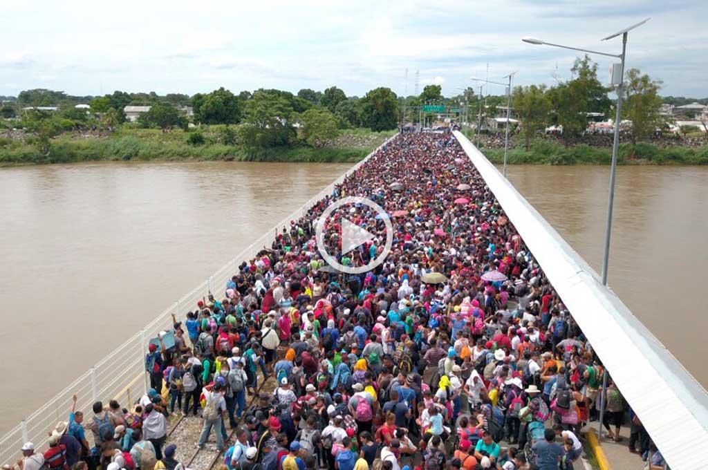 Masiva caravana de inmigrantes hondureños que buscan ingresar a México -  -