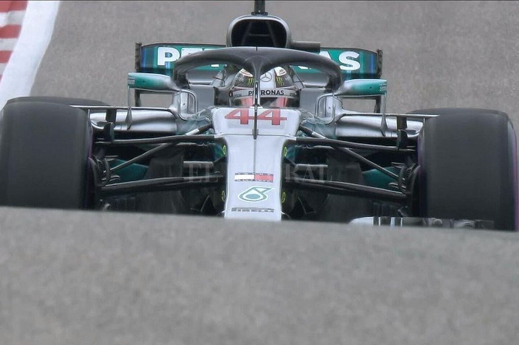 Lewis Hamilton consiguió la pole y se asoma a su quinta corona