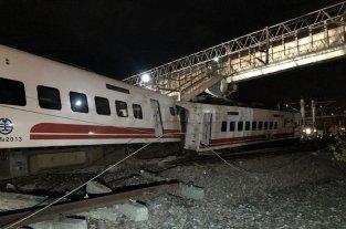 """Tragedia en Taiwán: """"escuché un ruido fuerte y entonces el vagón descarriló"""""""
