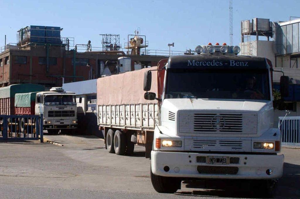 Los transportistas de granos y una nueva manifestación de protesta por altos costos. Dicen que no cortarán la circulación.  <strong>Foto:</strong> Archivo El Litoral