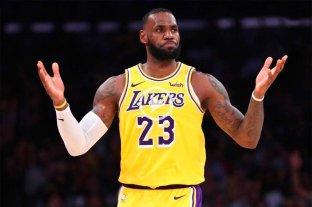 LeBron James la rompe pero los Lakers no pueden ganar