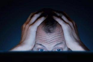 """Ver lo que otros """"no deben"""" ver: ¿cómo es el trauma de vivir siendo moderador de contenidos? - Revelador. En nuestro navegar cotidiano por la red, ignoramos que son los moderadores de contenido quienes se llevan la peor parte. -"""