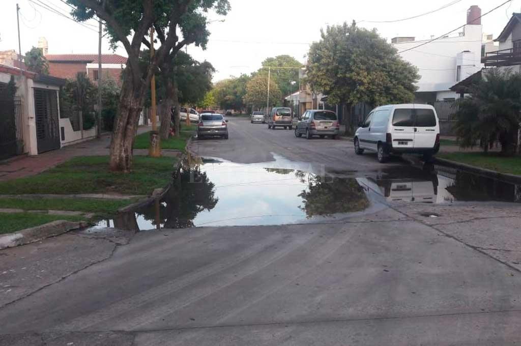 Aseguran que se hundió el asfalto luego de una obra de cloacas