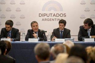 Cambiemos eliminó del presupuesto la modificación en las condiciones para reestructurar la deuda - Dujovne con Luciano Laspina titular de la comisión de Presupuesto en la Cámara de diputados. -