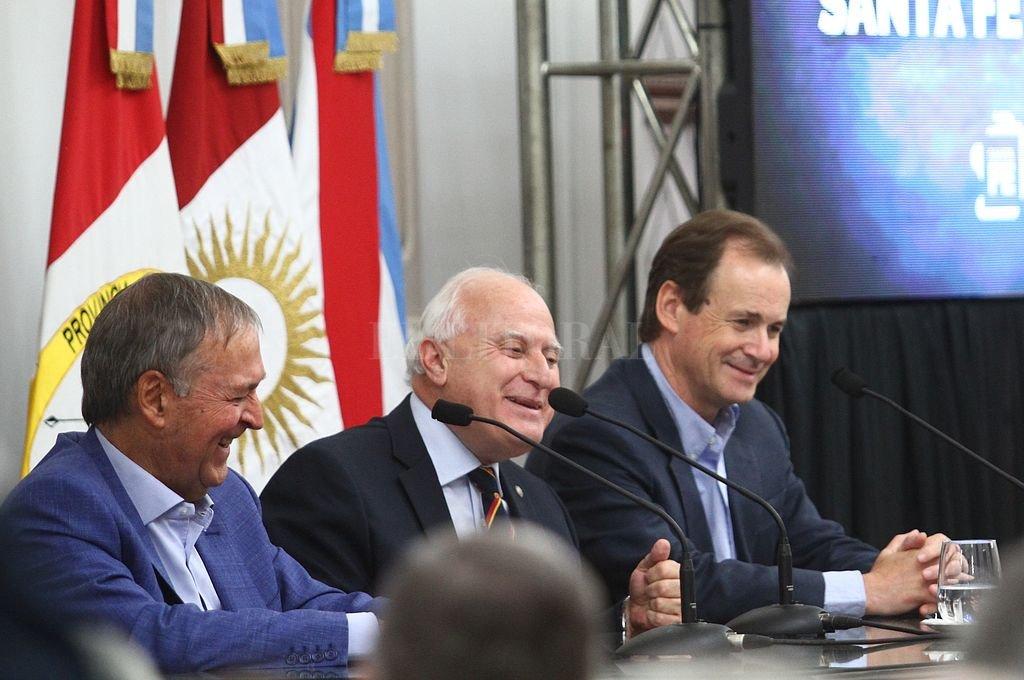 Santa Fe y Córdoba firmaron un convenio para la construcción de un acueducto interprovincial