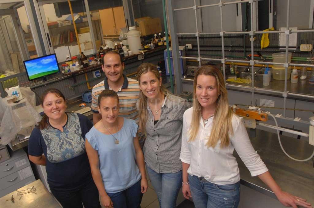 ¡Hay equipo! La Dra. Silvina Drago lidera el equipo de investigaciones del Área de Cereales y Oleaginosas.  <strong>Foto:</strong> Flavio Raina