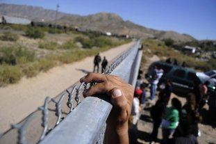 Caravana de migrantes continúa su marcha por México hacia EEUU