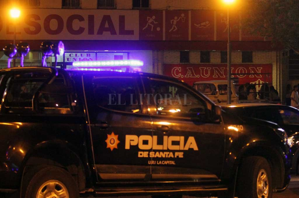 La policía investiga lo sucedido en inmediaciones al club Unión. En un mes asesinaron a dos sujetos en la misma zona.  Crédito: Archivo El Litoral