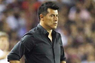 Almirón firmó con San Lorenzo y asume este martes