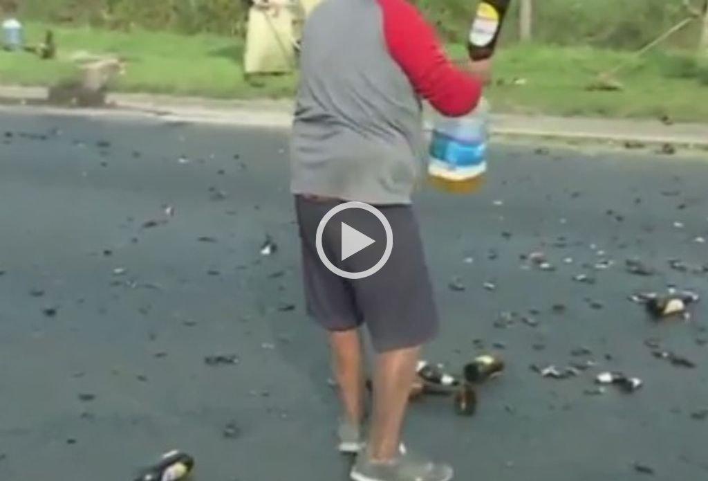 Volcó camión con cerveza y llenaron bidón con los restos