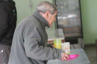 """El hambre, la """"sábana corta"""" sobre los fondos y cruces por la asistencia social"""