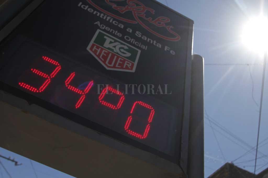 34° marcan los termómetros santafesinos, la ST estaba por encima de esa marca pasado el mediodía de este viernes Crédito: Archivo El Litoral