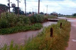 El temporal, en el reflejo de los ciudadanos - Callejón Roca y Av. Aristobulo del Valle -