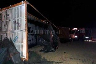 Tres muertos en siniestros viales en Santa Fe - Un choque de camiones ocurrido en Tacural dejó como saldo la muerte de uno de los choferes