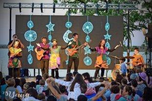 """""""Va a ser una fiesta"""" - """"Disfrutamos mucho viendo a la familia entera cantando o bailando un chamamé, un huayno, un rasgueo doble, o nombrando los animales con los nombres en guaraní"""", destacan los integrantes de Canticuénticos.  -"""