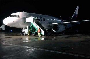 Un avión debió aterrizar a poco de despegar por el granizo -  -