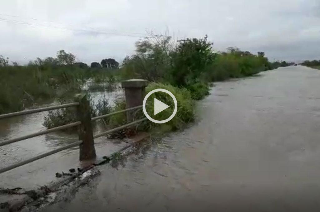 El desborde del Canal San Ignacio sigue inundando campos en Laguna Paiva