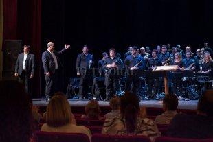 Homenaje musical para municipales  - La Banda Sinfónica Municipal, dirigida por Omar Lacuadra, compartirá escenario con el Coro Municipal. -