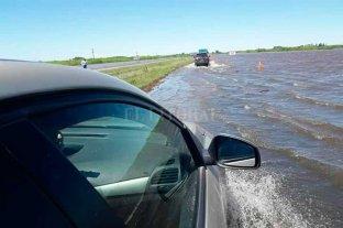 Cortaron la autopista Santa Fe - Rosario por agua en la calzada -