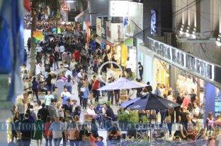 Una caravana artística se apropió de la Peatonal para celebrar su remodelación -  -