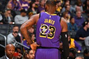 LeBron James la rompió con Lakers y se convirtió en el quinto máximo goleador de la NBA