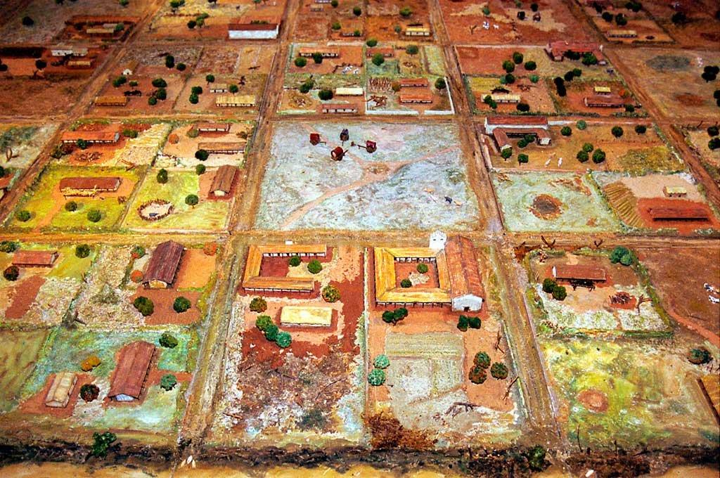 Una gran maqueta de la ciudad, que se exhibe en el museo de sitio del Parque Arqueológico, permite interpretar mejor los restos de Santa Fe la Vieja y tener una experiencia mucho más integradora y rica sobre la vida de los primeros vecinos. Crédito: Archivo El Litoral