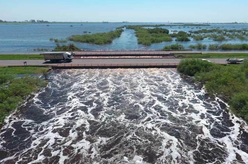 La autopista Santa Fe - Rosario continúa cortada