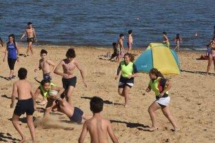"""Sol, viento, arena y saltos acrobáticos: la gente se """"adueñó"""" de la Costanera -  -"""