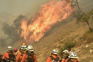 Suben a 631 desaparecidos y 66 los muertos a causa del incendio que continúa