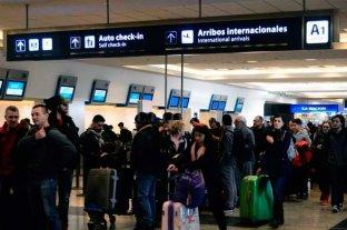 Aerolíneas Argentinas presentaba demoras por protesta de aeronavegantes  - Una imagen que se repite y preocupa a los pasajeros -