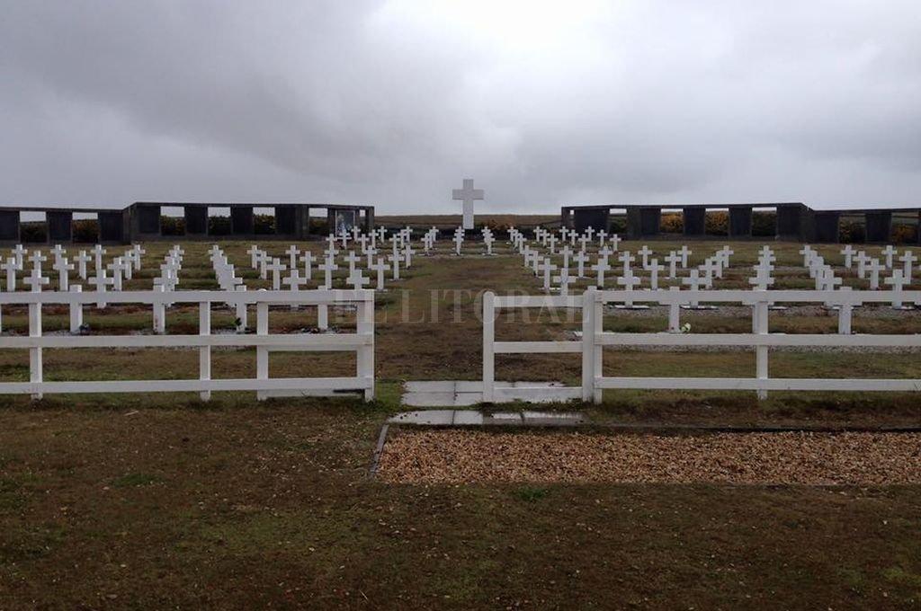 Ya son 103 los soldados caídos en Malvinas identificados en el cementerio de Darwin